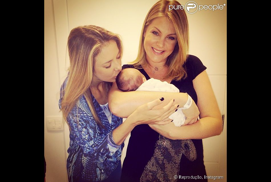 69b831429c75d Ticiane Pinheiro visita Ana Hickmann, que deu à luz seu primeiro filho,  Alexandre Jr