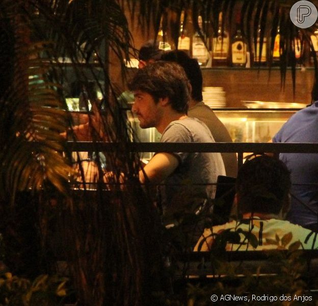 Guilherme Leicam vai a bar com amigos no Rio de Janeiro na noite desta segunda-feira, 10 de março de 2014