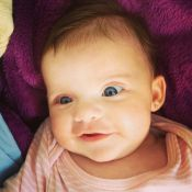 Filha de Henri Castelli faz 2 meses e ganha mensagem carinhosa da mãe: 'Luz'