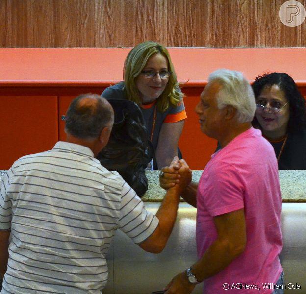 Antonio Fagundes encontra Luiz Felipe Scolari, técnico da Seleção Brasileira, no aeroporto Santos Dumont, no Rio de Janeiro, na tarde desta quarta-feira, 12 de março de 2014