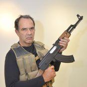 Humberto Martins posa com arma ao lado de Murilo Rosa em workshop de cinema