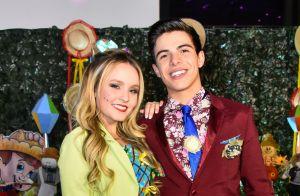 Larissa Manoela e Thomaz Costa dançam quadrilha no aniversário do ator. Fotos!