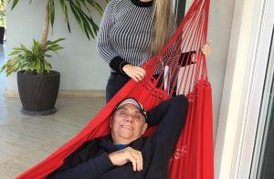 Marcelo Rezende publica primeira foto com nova namorada: 'Na alegria e na dor'