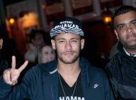 Solteiro, Neymar canta em show de Thiaguinho: 'Você jogou fora a louca paixão'