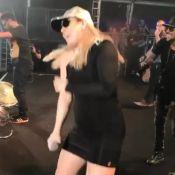 Naiara Azevedo, com look justo, mostra rebolado em show dançando funk. Vídeo!
