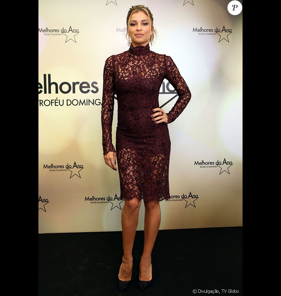 0fece0c444fdf Em 2015, Grazi Massafera usou um vestido de R  10 mil da grife Dolce    Gabbana roxo e rendado na premiação  Melhores do Ano . O modelo já havia  sido usado p