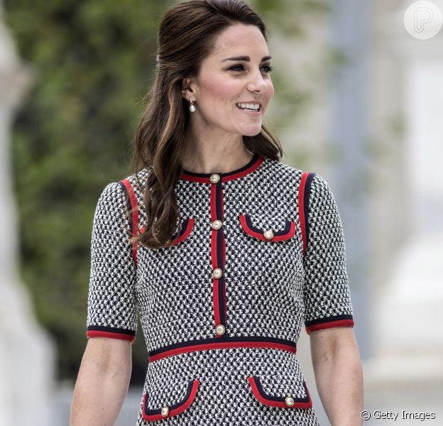 Kate Middleton caprichou no look para a inauguração do projeto de expansão no Museu Victoria & Albert, em Londres, nesta quinta-feira, 29 de junho de 2017