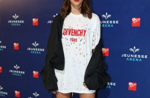 40b1e0e17b464 Camiseta furada usada por Bruna Marquezine em show custa 500 dólares. Fotos!