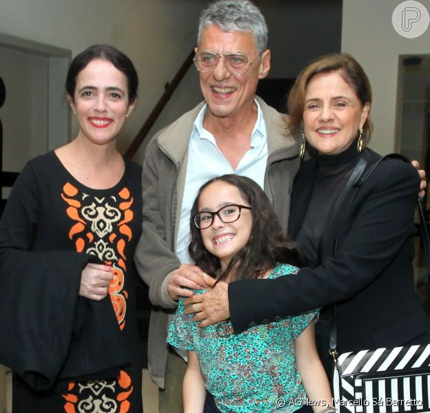 Silvia Buarque foi prestigiada pelos pais, Marieta Severo e Chico Buarque, na pré-estreia do filme 'Os Pobres Diabos', no Rio, na última segunda-feira, 3 de junho de 2017