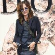 Maria Casadevall prestigiou o desfile de alta-costura que celebrou os 70 anos da Dior, em Paris, na França, em 3 de julho de 2017