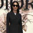 Caroline Issa, diretora de moda da revista 'Tank', prestigiou o desfile de alta-costura que celebrou os 70 anos da Dior, em Paris, na França, em 3 de julho de 2017