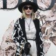 Jennifer Lawrence prestigiou o desfile de alta-costura que celebrou os 70 anos da Dior, em Paris, na França, em 3 de julho de 2017