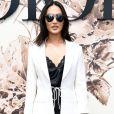 A digital influencer Nicole Warne, do Gary Pepper Girl, prestigiou o desfile de alta-costura que celebrou os 70 anos da Dior, em Paris, na França, em 3 de julho de 2017