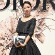 A atriz Gong Hyo Jin prestigiou o desfile de alta-costura que celebrou os 70 anos da Dior, em Paris, na França, em 3 de julho de 2017