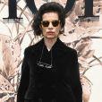 Bianca Jagger prestigiou o desfile de alta-costura que celebrou os 70 anos da Dior, em Paris, na França, em 3 de julho de 2017