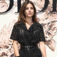 Julia Restoin prestigiou o desfile de alta-costura que celebrou os 70 anos da Dior, em Paris, na França, em 3 de julho de 2017