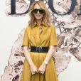 A cantora  Celine Dion apostou em botas e bolsa Dior para  o desfile de alta-costura que celebrou os 70 anos da grife, em Paris, na França, em 3 de julho de 2017