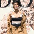 A modelo canadensa  Winnie Harlow apostou em um look com atitude para  o desfile de alta-costura que celebrou os 70 anos da Dior, em Paris, na França, em 3 de julho de 2017