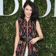 Convidada posa no lançamento da exibição 'Christian Dior, couturier du rêve', em celebração aos 70 anos da Dior, em Paris, na França, em 3 de julho de 2017