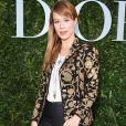 A atriz Mariana Ximenes apostou na combinação de blazer e calça para o lançamento da exibição 'Christian Dior, couturier du rêve', em celebração aos 70 anos da Dior, em Paris, na França, em 3 de julho de 2017