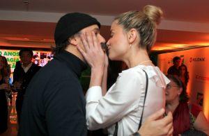 Alinne Moraes e o marido, Mauro Lima, trocam beijos em cinema no Rio. Fotos!