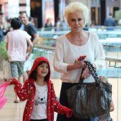 Ana Maria Braga passeia com filha e netas e posa para fotos com fã mirim. Veja!