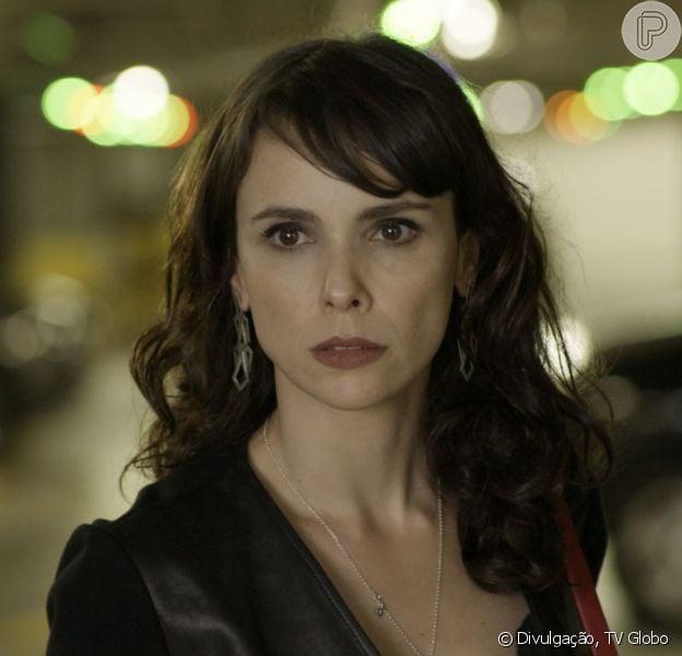 Na novela 'A Força do Querer': Irene (Debora Falabella) sofre impacto com a volta de Garcia (Othon Bastos)