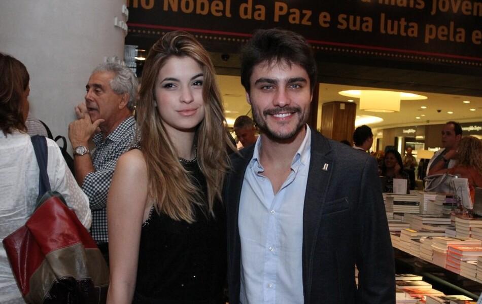 Guilherme Leicam está namorando atriz de 16 anos (03 de abril de 2014)