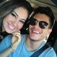 Arthur Aguiar e Mayra Cardi assumiram o namoro no início deste mês