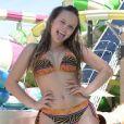 Larissa Manoela teve corpo analisado por fãs. 'Nunca ouviram falar as mudanças no corpo, menstruação e hormônios?', ironizou uma. 'De onde veio tanto peito? Simples, amores, existe uma fase que todos os seres humanos passam: a puberdade', justificou outra