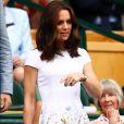 Kate Middleton usou bolsa da marca de Victoria Beckham para assistir ao torneio de Wimbledon, em Londres, em 16 de julho de 2017