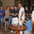 Adriana Esteves e Marco Ricca comemoram o aniversário de 12 anos do filho deles, Felipe, com familiares e amigos, como Rodrigo Lombardi, em uma churrascaria do Rio de Janeiro, em 21 de janeiro de 2013