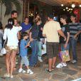 Adriana Esteves e Marco Ricca comemoram o aniversário de 12 anos do filho deles, Felipe, com familiares e amigos em uma churrascaria do Rio de Janeiro, em 21 de janeiro de 2013