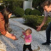 Thais Fersoza comemora primeiros passos da filha, Melinda: 'Nos braços da mamãe'