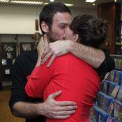 Fabiula Nascimento troca beijos com namorado, Emilio Dantas, em evento. Fotos!