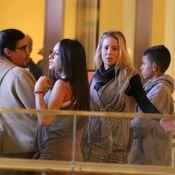 Danielle Winits e André Gonçalves reúnem filhos em ida ao cinema. Fotos!