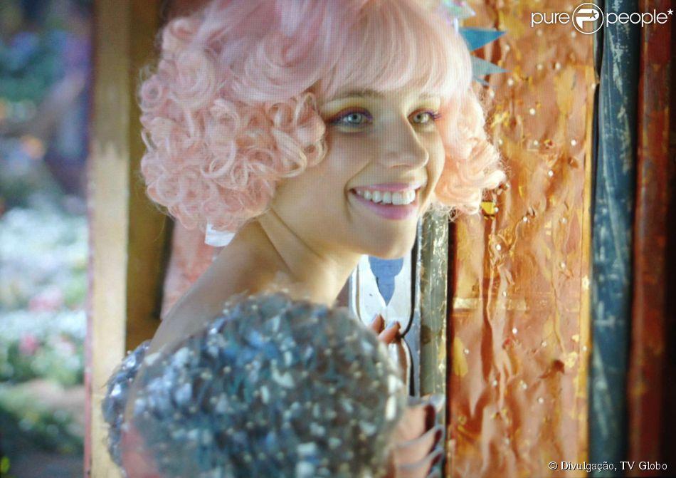Juliana (Bruna Linzmeyer) acredita nas boas intenções de Ferdinando (Johnny Massaro) e se dispõe a ajudá-lo a conseguir emprego, em 'Meu Pedacinho de Chão', em 14 de abril de 2014