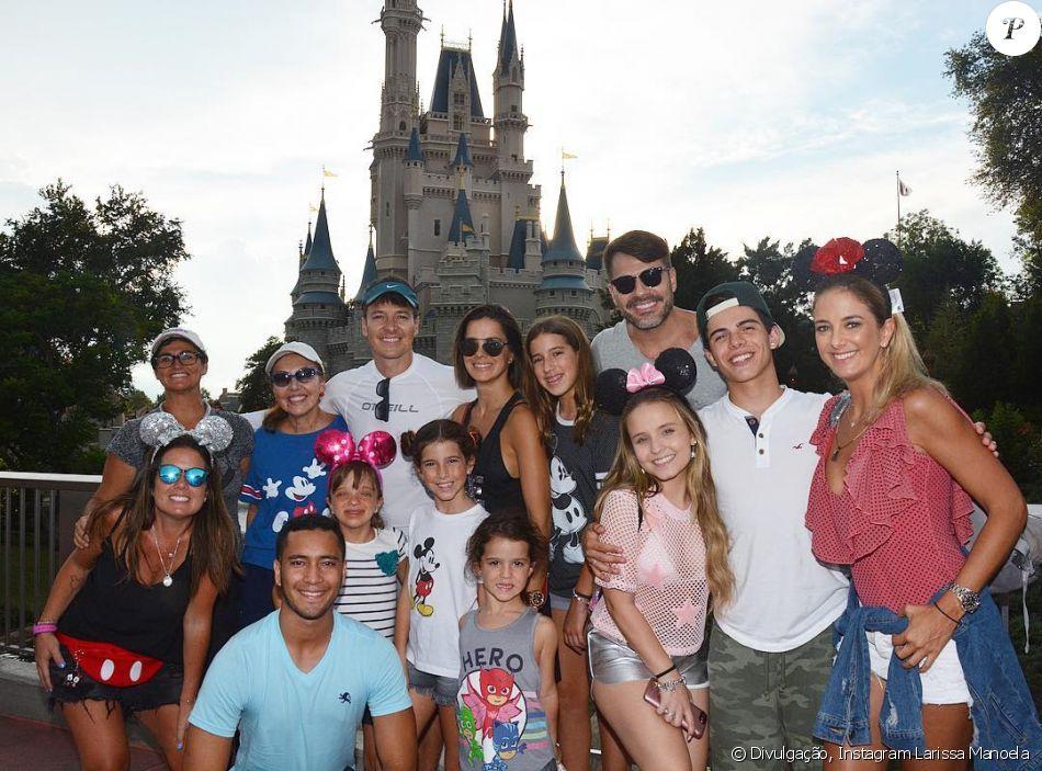 3ebef95c60006 Larissa Manoela, o namorado, Thomaz Costa, Ticiane Pinheiro, a filha,  Rafaella Justus, e af amilia de Rodrigo Faro se encontraram em parque da  Disney  ...