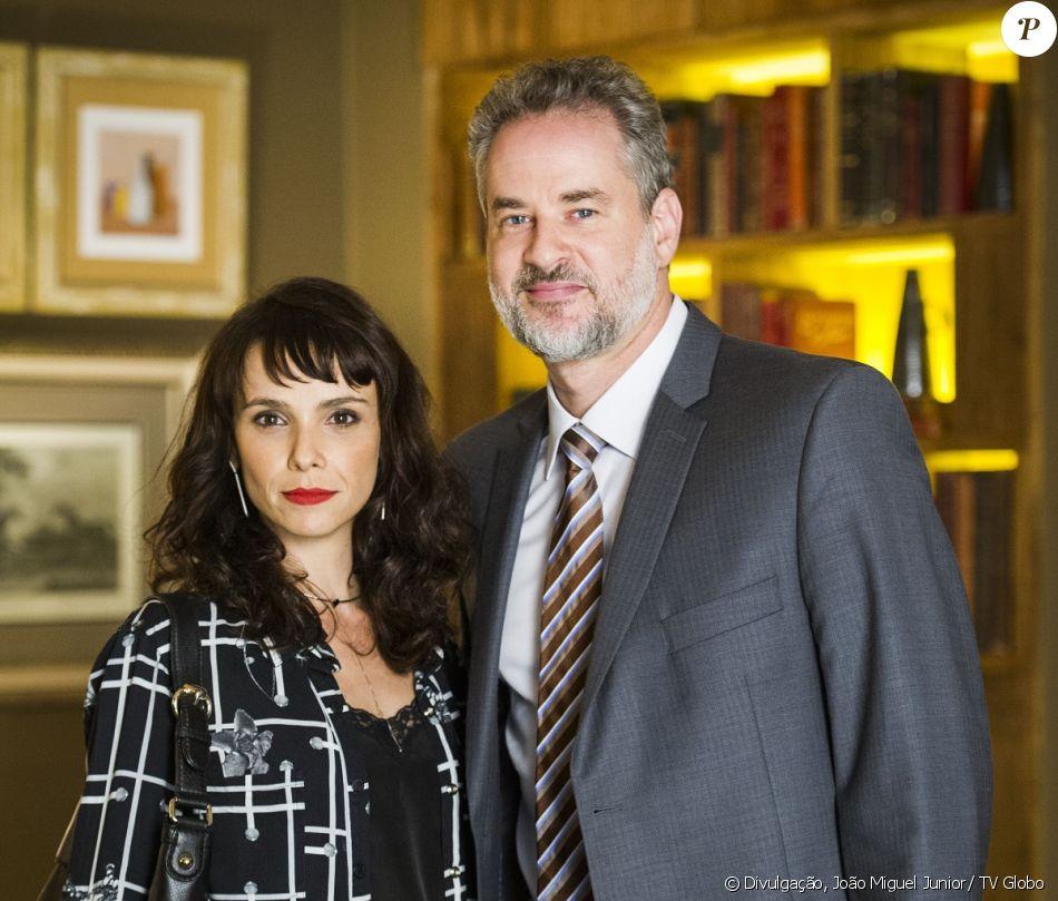 Irene (Débora Falabella) tenta convencer Eugênio (Dan Stulbach) a viajar com ela, para evitar ser desmascarada, na novela 'A Força do Querer', a partir de 31 de julho de 2017