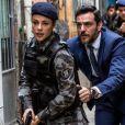 Na novela 'A Força do Querer',Jeiza (Paolla Oliveira) salvou a vida do advogado ao protegê-lo com o próprio corpo do perigo até levá-lo para um local seguro
