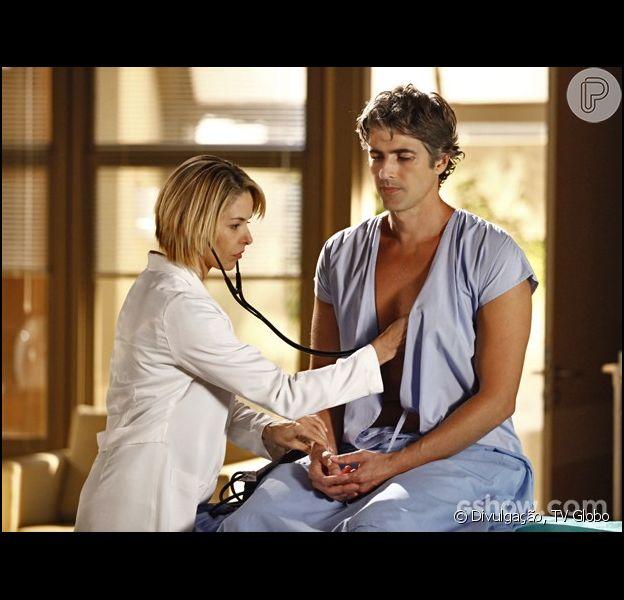Nos próximos capítulos de 'Em Família', da Globo, Cadu (Reynaldo Gianecchini) vai começar a se aproximar de sua médica, Silvia (Bianca Rinaldi), como informou a colunista Patricia Kogut do jornal 'O Globo' desta segunda-feira, 7 de abril de 2014