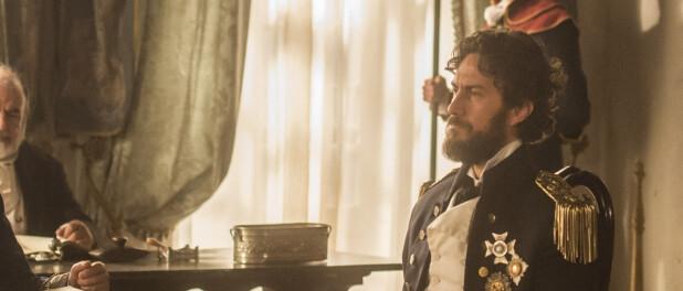 Novela 'Novo Mundo': Thomas faz Anna passar por louca para ficar com Vitória