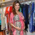 Durante a gravidez, Bárbara Borges deixou a raiz do cabelo mais escura e iluminou as pontas com mechas mais claras