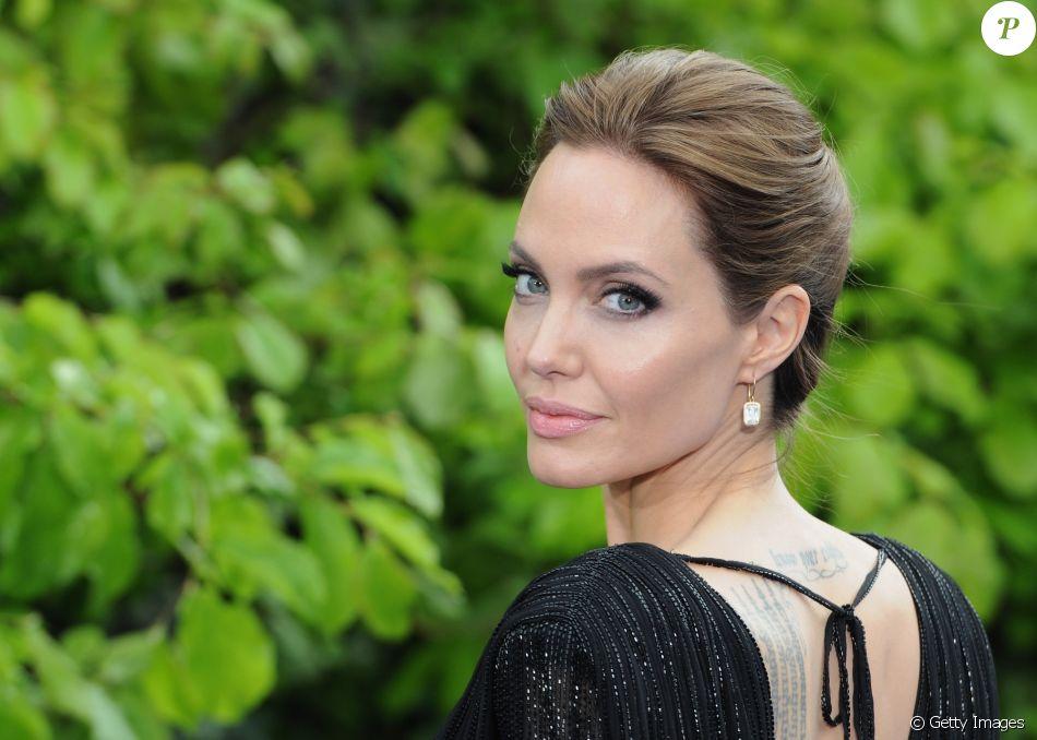 'As coisas ficaram difíceis', diz Angelina Jolie sobre Brad Pitt