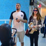 Ex-BBB Aline Gotschalg embarca com filho, Lucca, em aeroporto do Rio. Fotos!