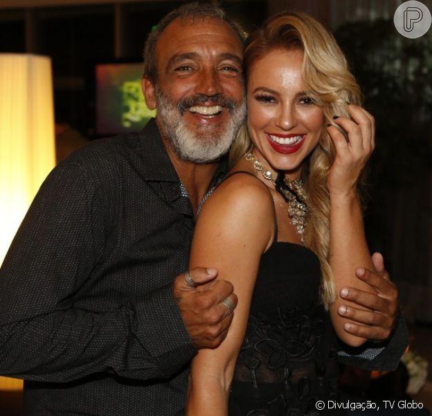 Paolla Oliveira revelou que está morando com o namorado, o diretor Rogério Gomes