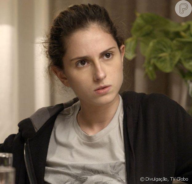 Ivana (Carol Duarte) aparece com os cabelos curtos e barba após passar dois dias na casa de Nonato (Silvero Pereira), nos próximos capítulos da novela 'A Força do Querer'