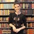 Vitória Strada, protagonista da novela 'Tempo de Amar', não se incomoda com a exposição de sua vida pessoal: 'J á adianto: estou solteira e focada no trabalho '