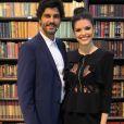 'O que me encanta nesse casal é que eles querem se encontrar, mesmo com as dificuldades', diz Vitória Strada sobre a personagem Maria Vitória e Inácio (Bruno Cabrerizo) na novela 'Tempo de Amar'