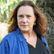 Novela 'Pega Pega': Arlete, mãe de Júlio, aparece viva e tira o filho da cadeia